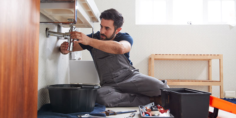 3 Reasons to Call an Emergency Plumber Instead of Fixing It Yourself